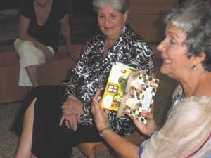 Escritora Celima Bernal y la narradora oral Mayra Navarro