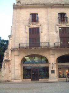 Biblioteca Villena en el entorno de la Plaza de Armas