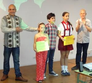 Foto con premiados y actores