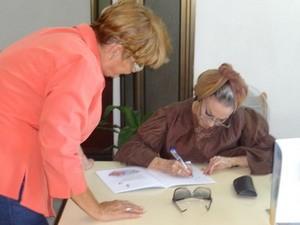 Olga_Navarro_dedica_libro